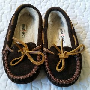 Minnetonka Girls 9 Brown Leather & Fur Moccasins